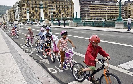 Niños con casco
