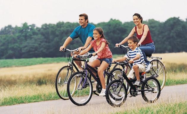 montar en bici en familia