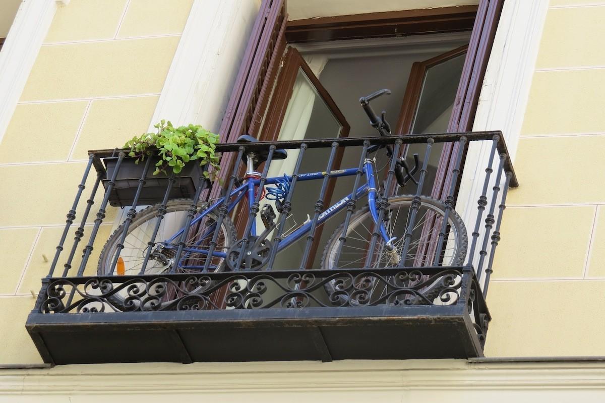 C mo guardar la bici en casa for Guardar bicicletas en el jardin