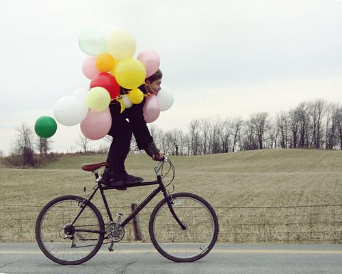 Feliz en bicicleta Fuente: bethleasure.wordpress.com