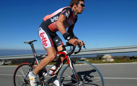 Agujetas en ciclistas Fuente: www.onlinepersonaltrainer.es