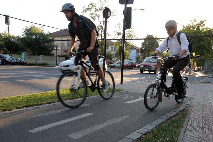 Ciclistas por la ciudad Fuente:  radio.uchile.cl