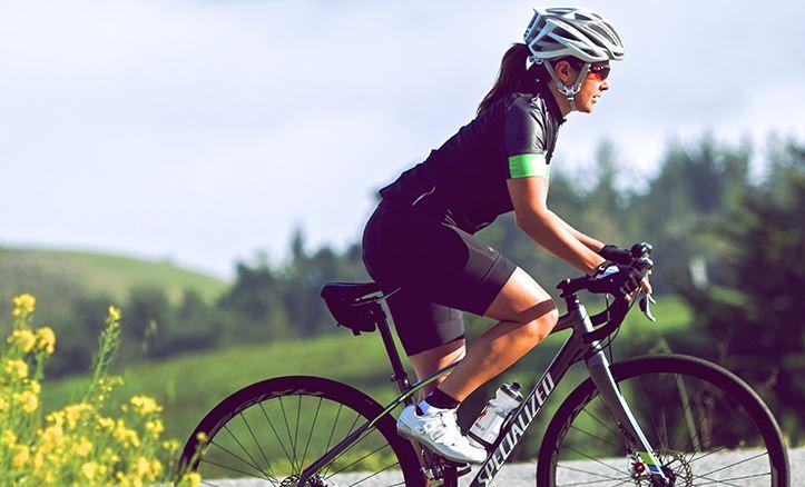 Mujeres y hombres en bicicleta Fuente: www.merkabici.es