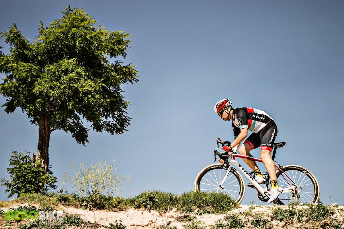Rodar en bicicleta Fuente: www.iberobike.com