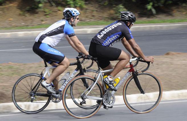 Complementos para ir en bicicleta Fuente:  acritica.uol.com.br