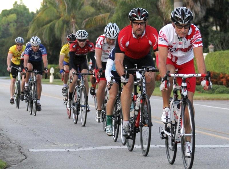Afrontar una marcha cicloturista Fuente: napleslocaltidbits.com